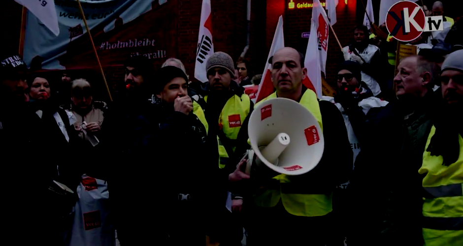 Streikende CFM Beschäftigte vor dem Neujahrsempfang der Cahrité