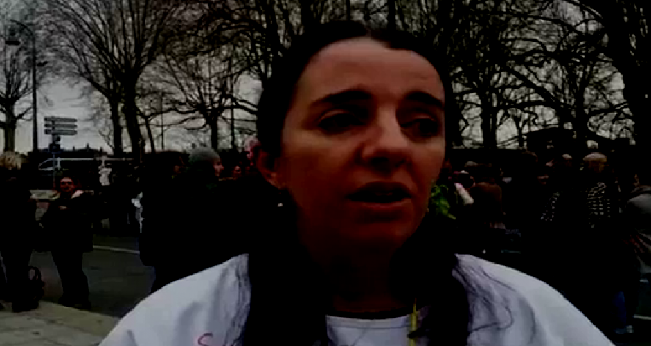 Streikende Pflegerin in Toulouse