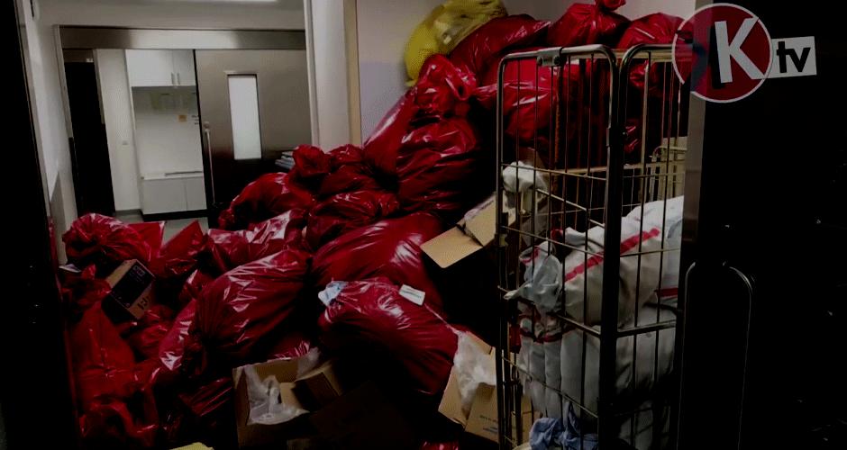 Müllberge in der Charité