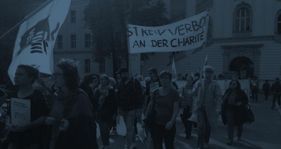Streikende mit Transparenten am Virchowklinikum im September 2017