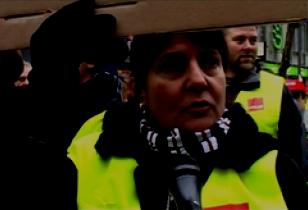 Streikende Supermarktkassiererin Berlin 2013