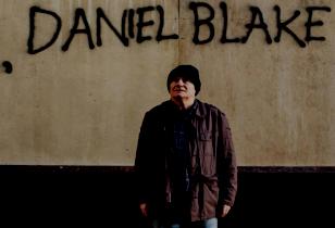 Daniel Blake vor seinem Graffiti