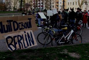 Aktivist_innen von Nuit debout berlin treffen scih auf dem Mariannenplatz