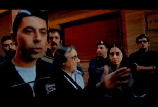 Mann spricht auf einer Kundgebung in Taranto