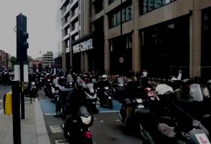 Streikende UberEats Kuriere in London